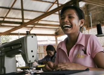 カンボジアで働く女性