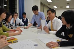 横浜こども食堂ネットワーク準備会のグループディスカッションでは、今後地域でこども食堂を実践したいと考える市民が、熱心に意見を交換した。