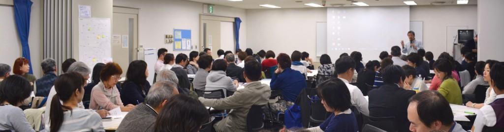 平日夜にもかかわらず、横浜全域からスタッフを含め約90人が集まった。