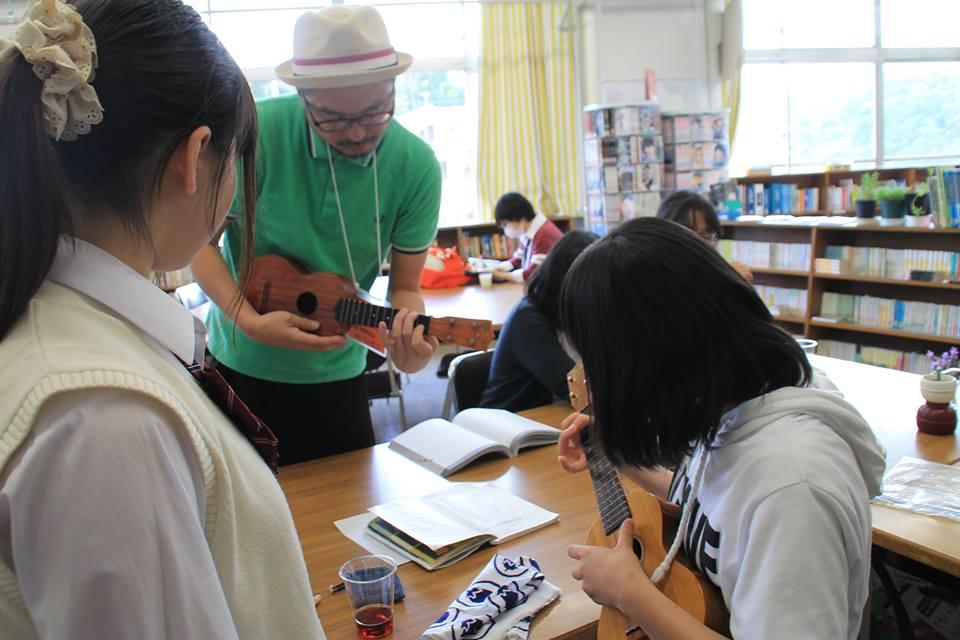 マッチングフォーラムで報告する支援団体の1つ「NPO法人パノラマ」が実施している「ぴっかりカフェ」=神奈川県立田奈高校